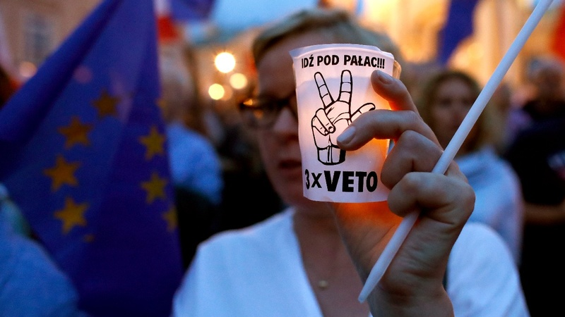 Polish president vetoes judiciary reform