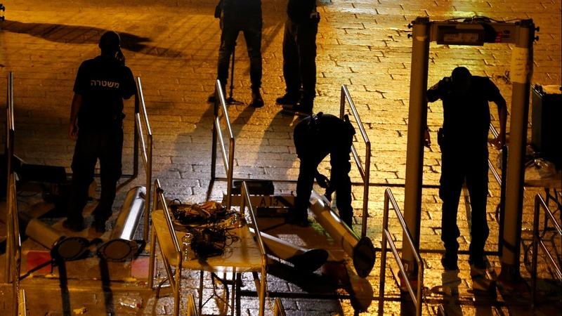 Israel removes metal detectors at al-Aqsa mosque