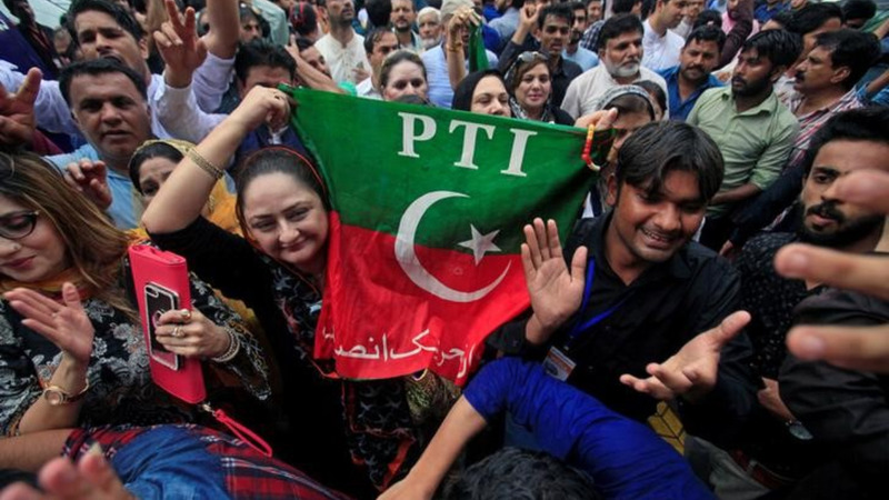 Celebrations as Pakistan's Prime Minister resigns