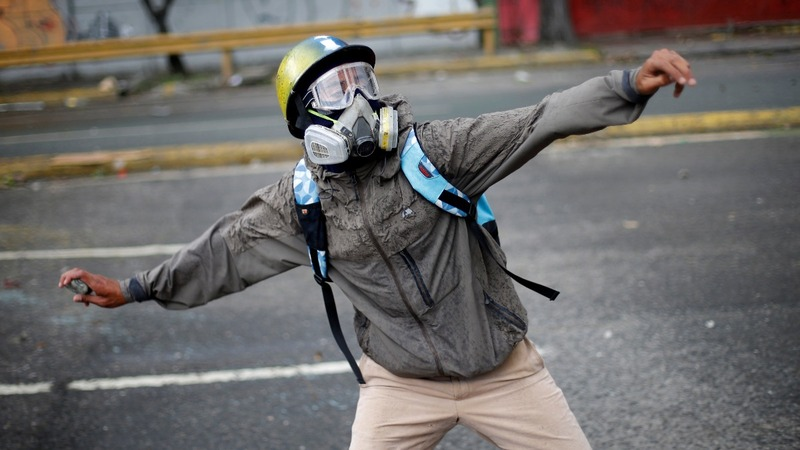 More protests in Caracas over Maduro's plans