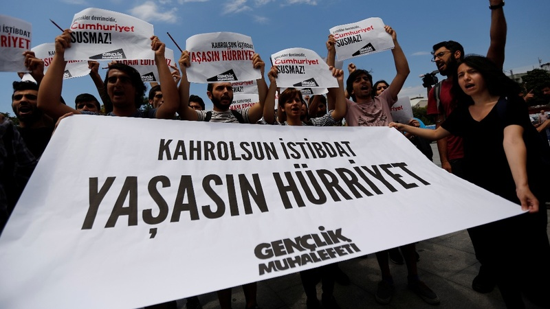 Opposition newspaper journalists released in Turkey