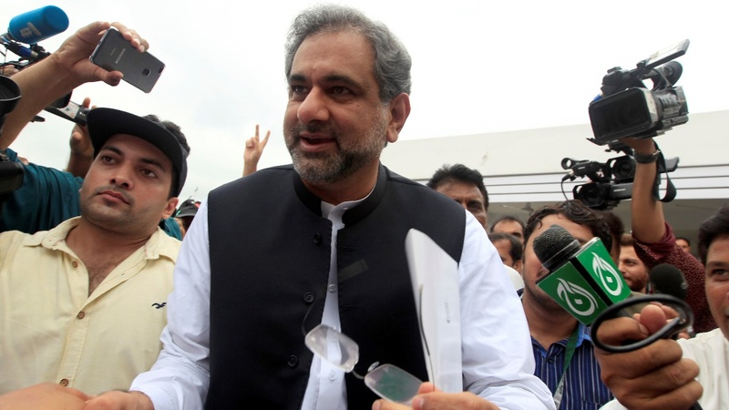 Pakistani lawmakers elect a new prime minister
