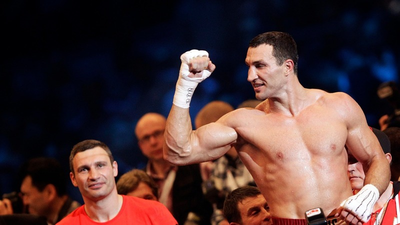 Boxer Wladimir Klitschko throws in the towel