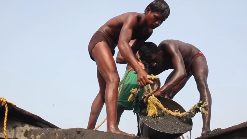 Sand miners risk all for India's building boom