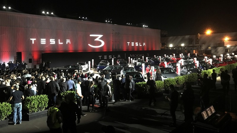 Tesla seeks to raise $1.5 billion to fund Model 3 production