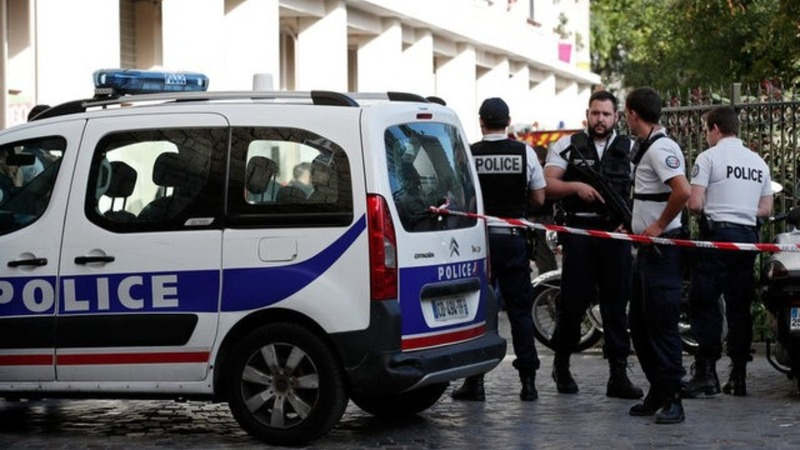 Manhunt after French soldiers struck by car