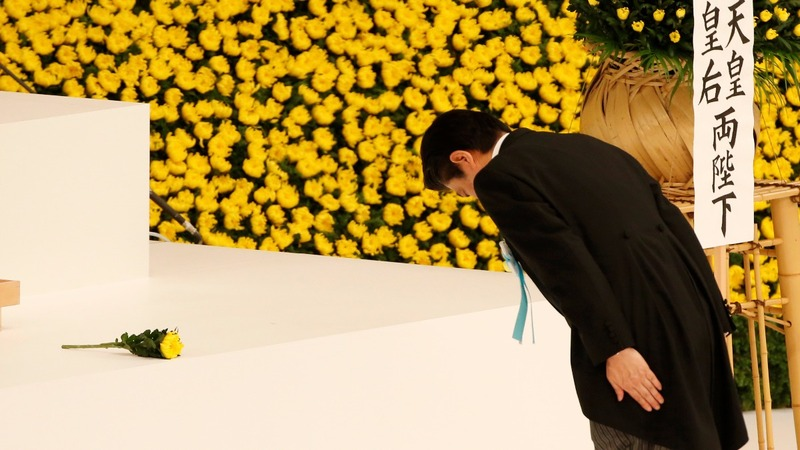 Abe avoids infamous shrine on WW2 anniversary