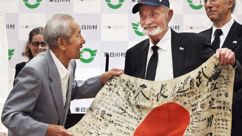 U.S. veteran returns Japanese flag to fallen soldier's family
