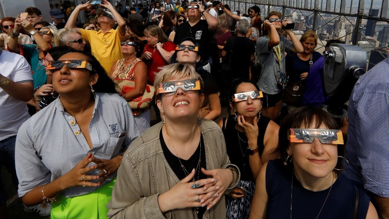 Total solar eclipse dazzles spectators across U.S.