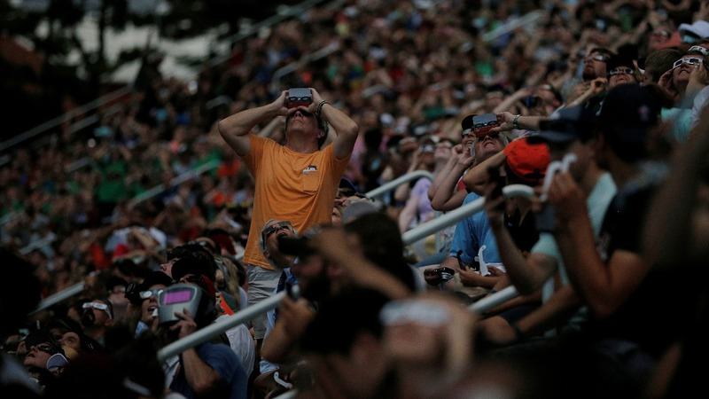 Clouds heighten suspense for eclipse in Illinois