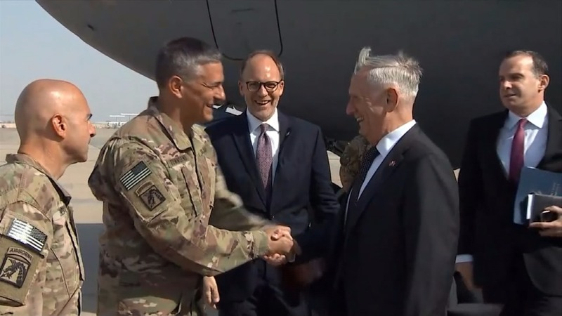U.S. defense chief makes surprise Iraq visit