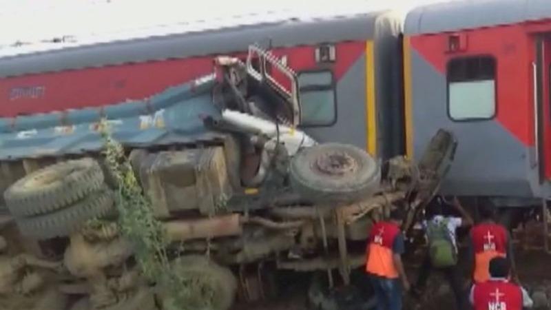 Train derails in India, injuring dozens
