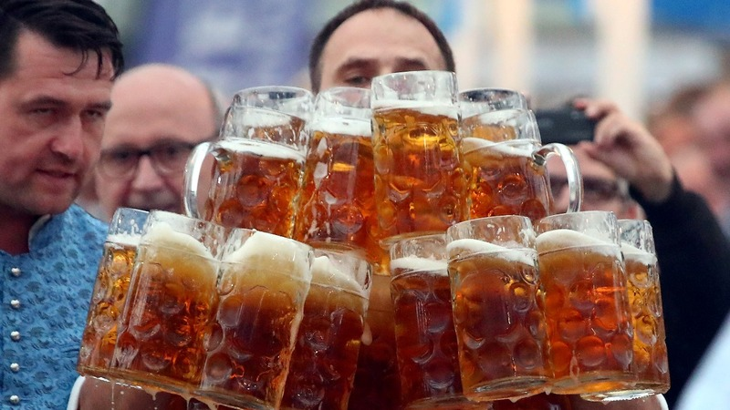 INSIGHT: New world record for beer stein carrying