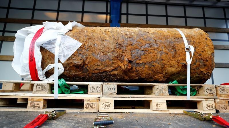 Massive WWII bomb defused in Frankfurt