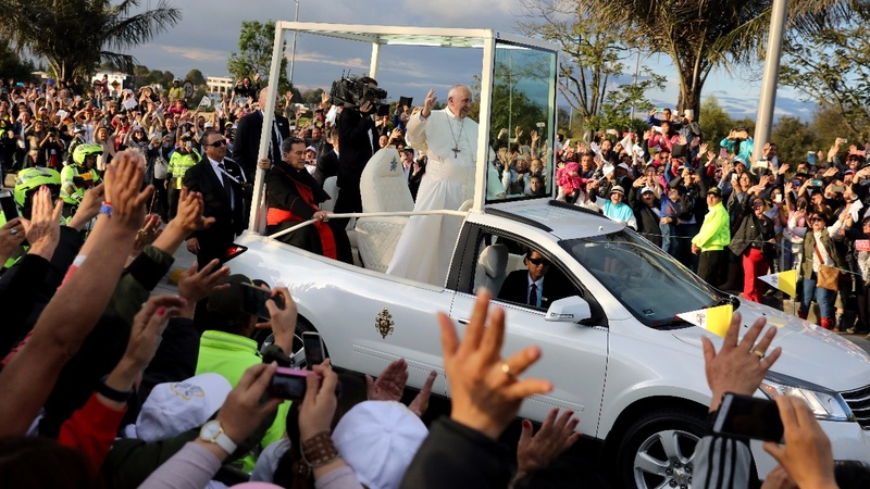Pope Francis mobbed by supporters in Colombia