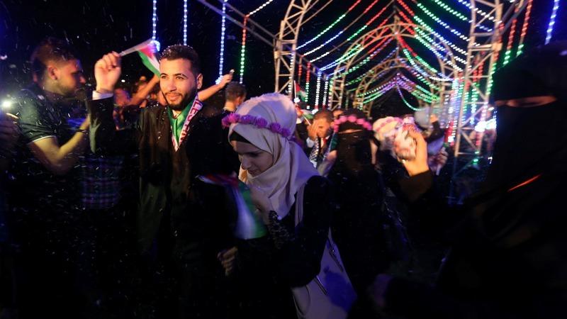 Hamas holds mass wedding in Gaza