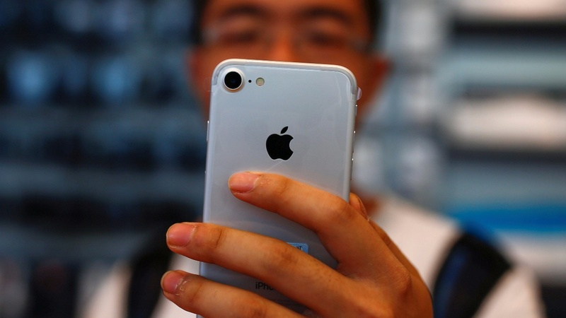 New iPhone's high price turns off Chinese shoppers