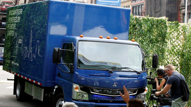 Daimler targets cities for electric truck push in U.S.
