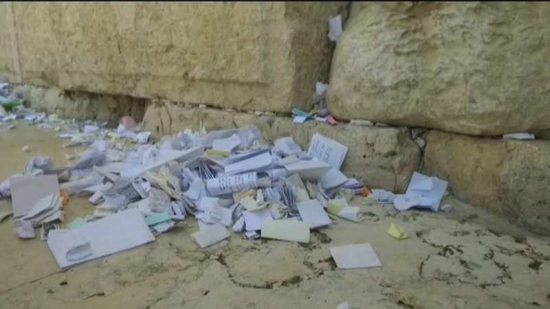 INSIGHT: Clearing worshippers' notes in the Western Wall