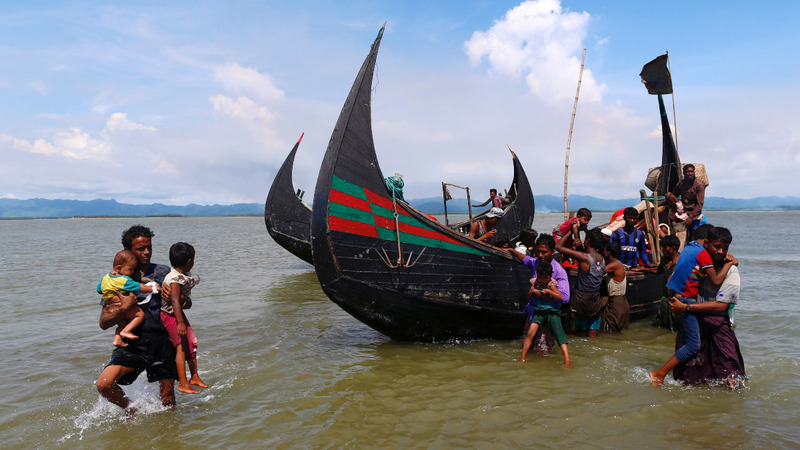 Bangladeshi fishermen rescue Rohingya for a price