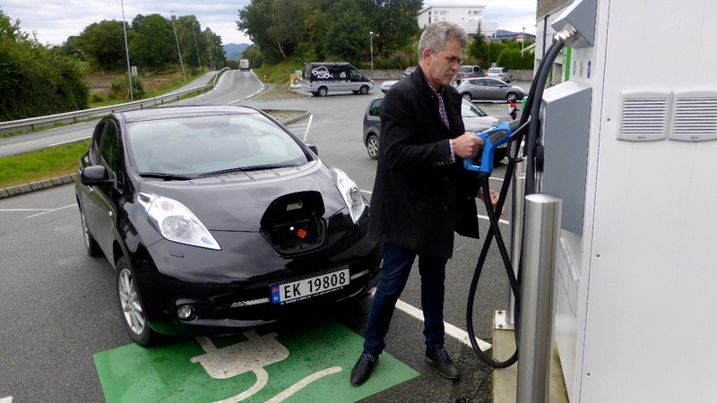 Road to electric car paradise paved with handouts