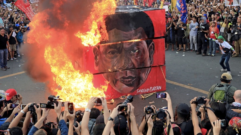 Thousands of Filipino protesters warn of Duterte 'dictatorship'