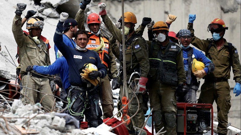 Rescuers race to find earthquake survivors in Mexico