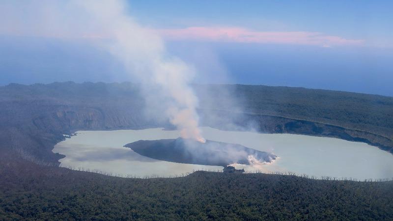 Thousands flee Vanuatu's erupting volcano