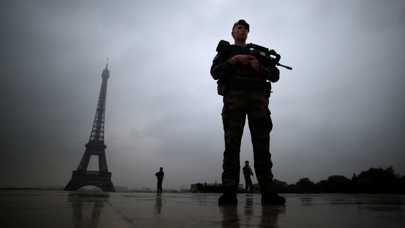 French lawmakers back stricter anti-terror laws