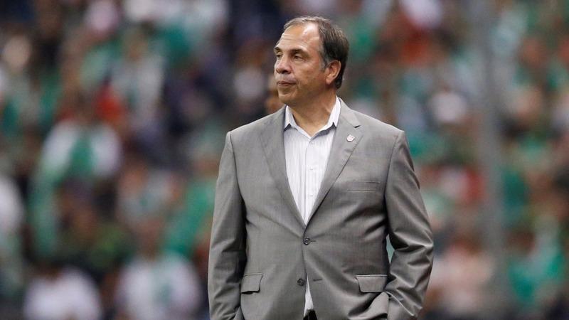Arena resigns as U.S men's soccer team coach
