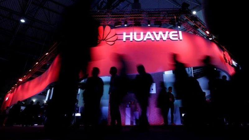 Huawei unveils its challenge to smartphone rivals