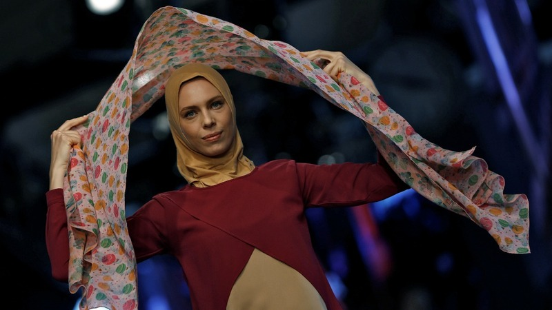 Supermodel celebrates hijab during 'modest' fashion show