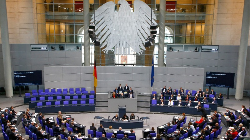 Far-right newcomers shake up German parliament