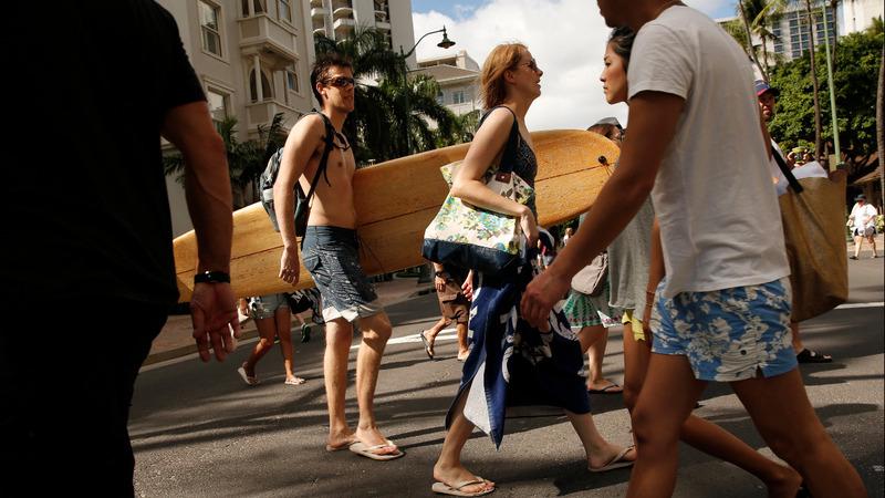 Honolulu targets walking texters