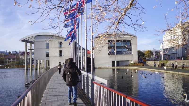 Iceland leans toward leftist government