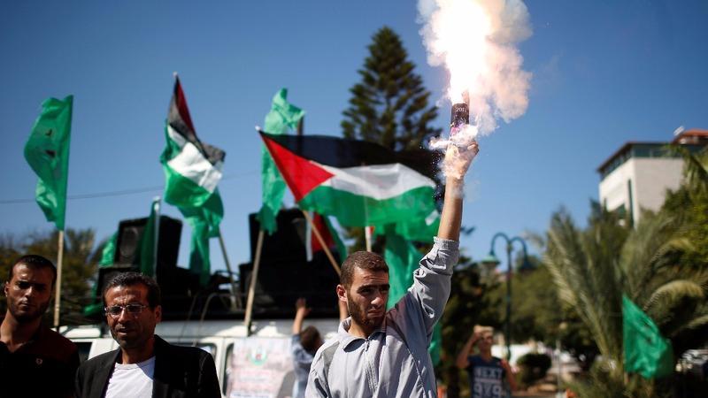 Hamas cedes control of Gaza crossings