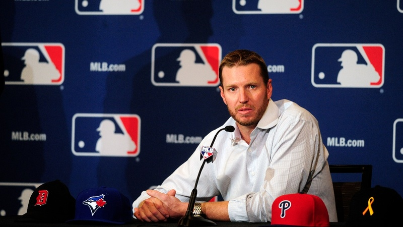 Former MLB pitcher Halladay dies in plane crash