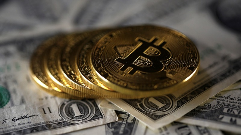 Bitcoin hits record high after 'fork' suspension