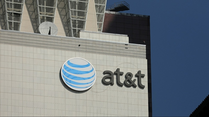 AT&T CEO readies legal fight to keep Time Warner