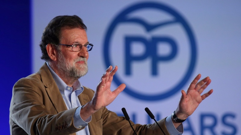 Rajoy appeals for votes from angry Catalan crowd