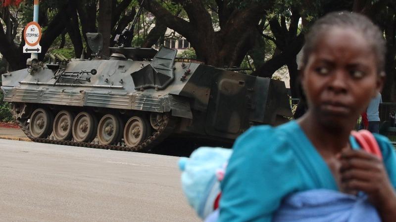 Zimbabwe's Mugabe resists pressure to quit