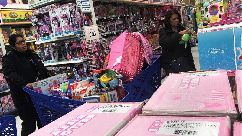 Some retailers go small aiming to lure big holiday sales
