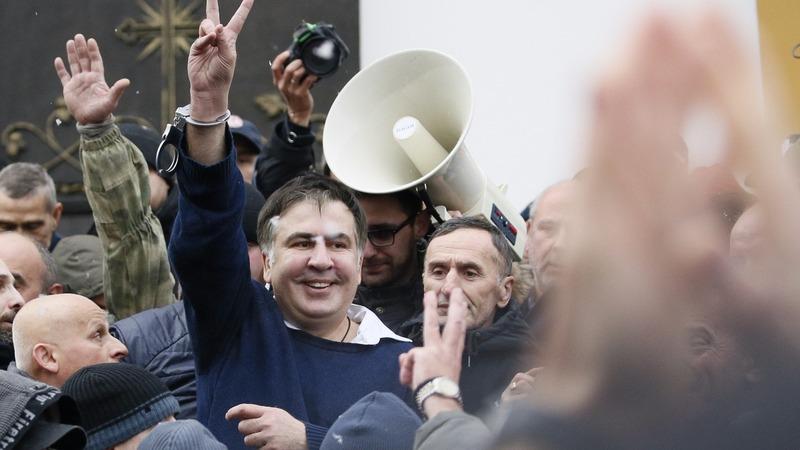 Ukrainian supporters free Saakashvili from police