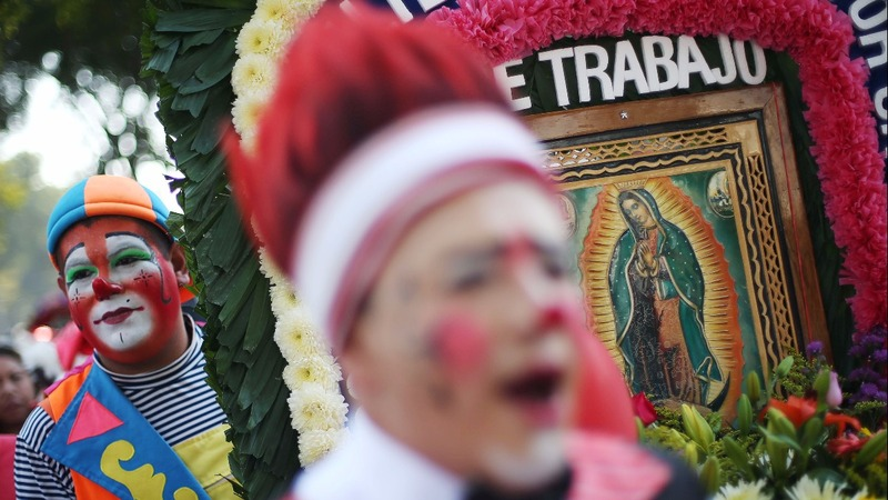 INSIGHT: Clowns go on pilgrimage in Mexico