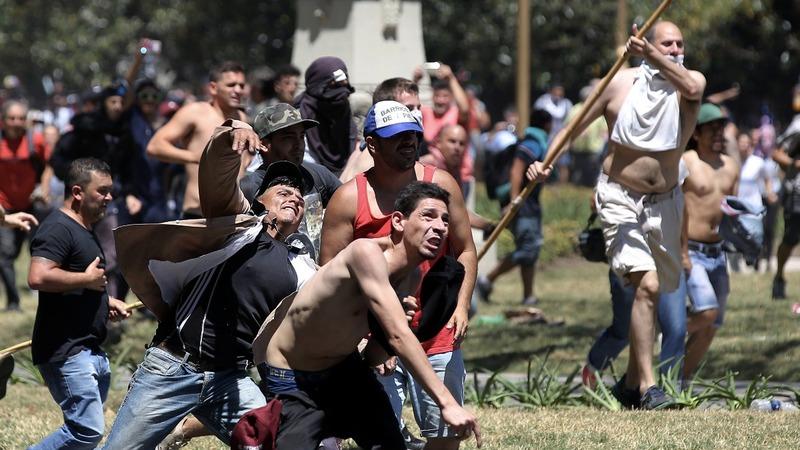 Violent clashes in Argentina halt pension vote