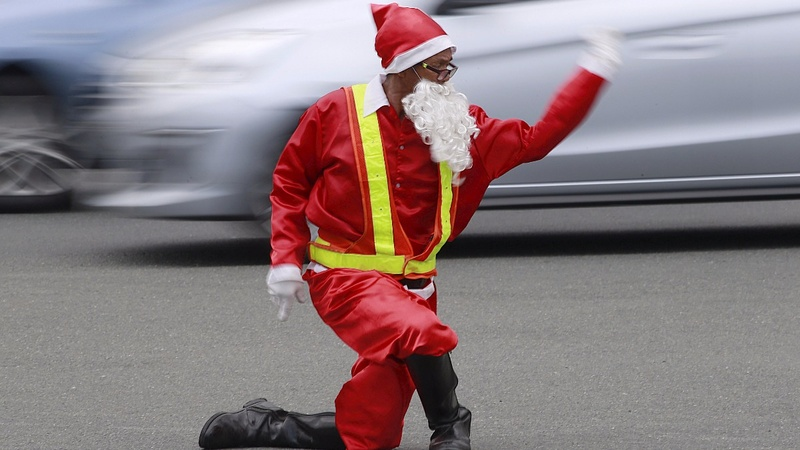 INSIGHT: Traffic cop brings festive joy to commuters