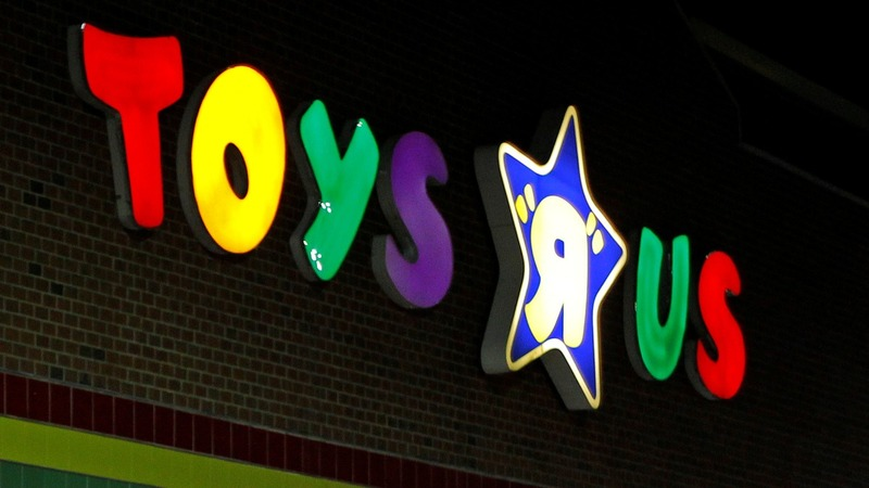 Toys 'R' Us seeks new playdate with U.S. shoppers