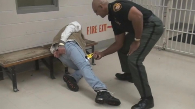 Ohio politicians call for inquiry of jail stun-gun abuses