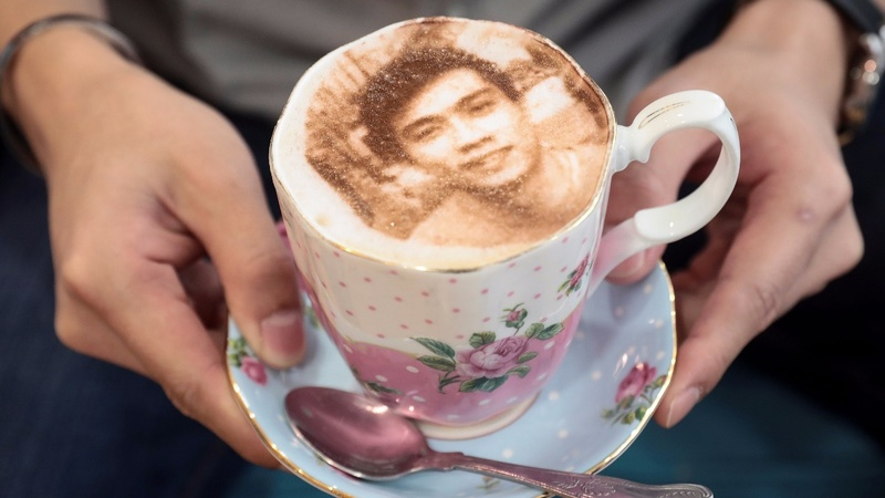 INSIGHT: Your face in froth - Europe's first 'Selfiecchino'