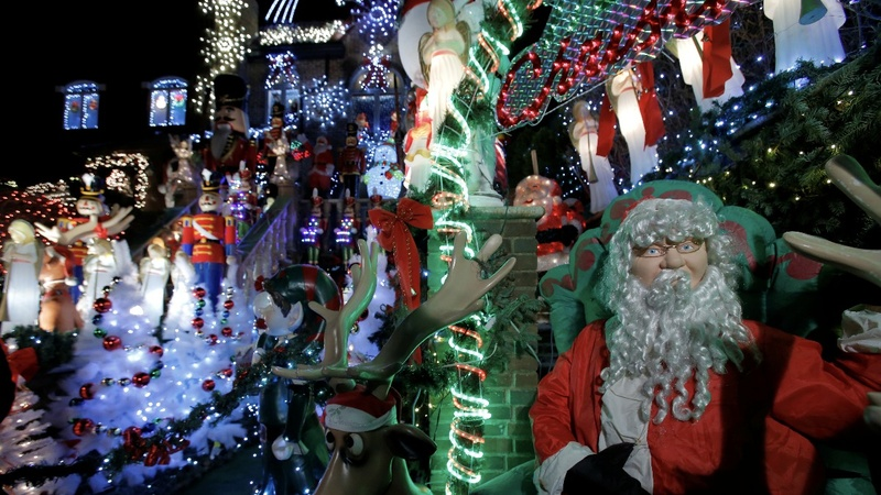 Christmas light war rages in U.S. neighborhoods